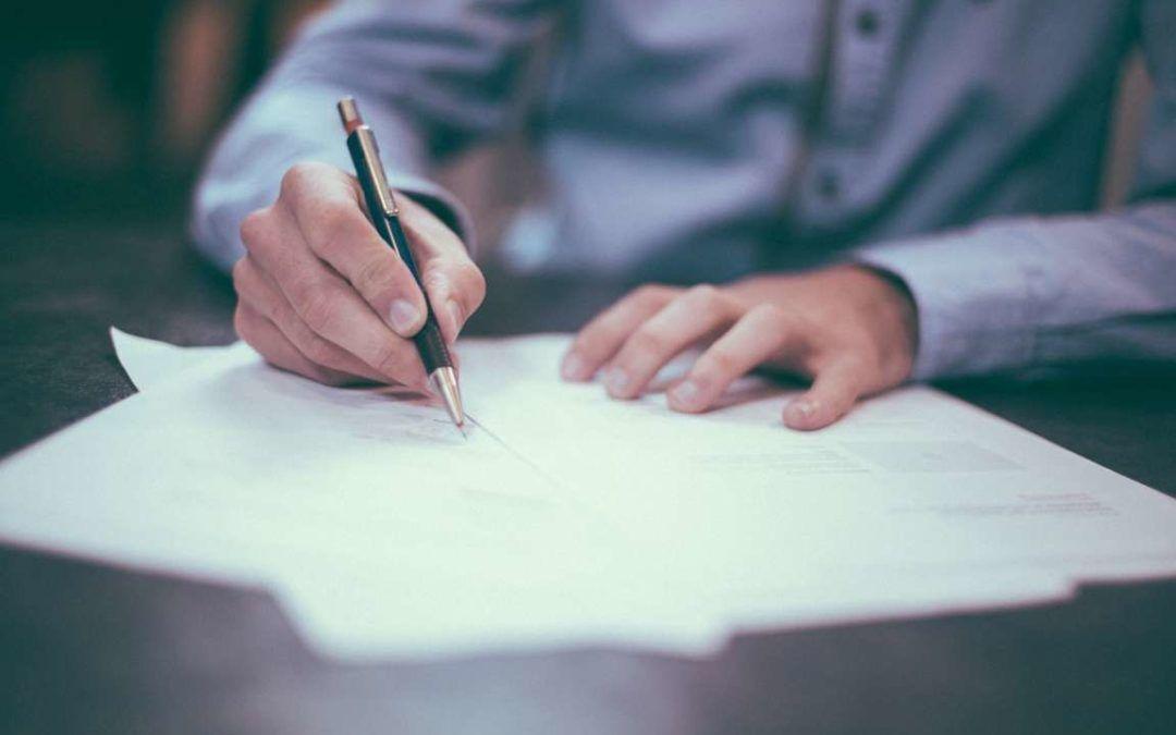 ¿Qué debo hacer si contrato a personas para que trabajen para la entidad?